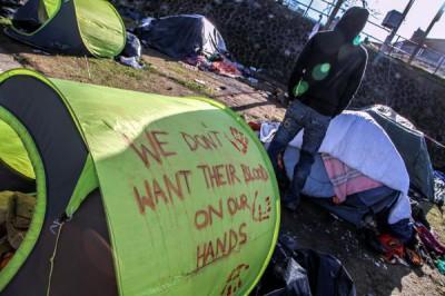 2014-02_Calais_campement_bassin_de_la_Batellerie