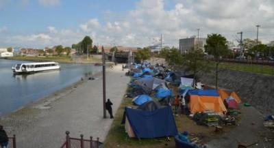 2014-05_Calais_campement_bassin_de_la_Batellerie
